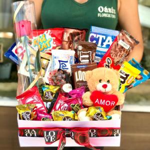 Caixa de Chocolates e Urso de Pelúcia
