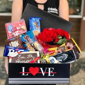 Cesta Love com chocolates
